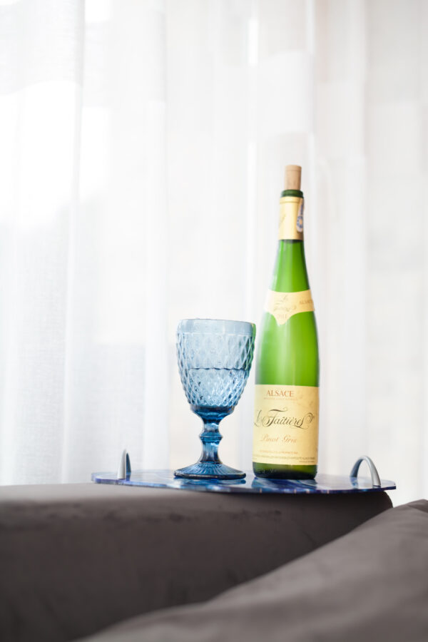 Melynas-stalo-dekoravimo-padeklas