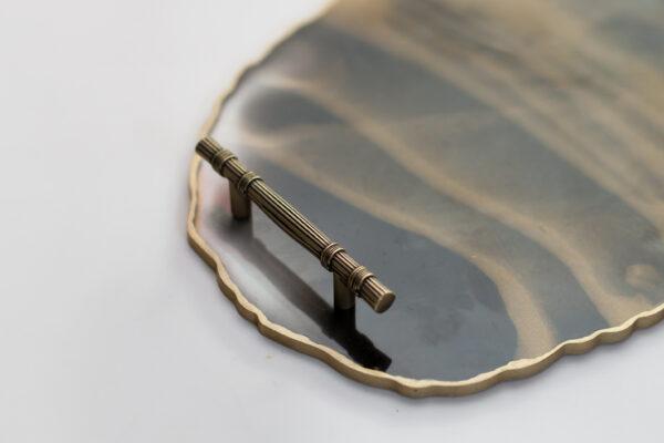Padeklas-su-aukso-rankenelemis