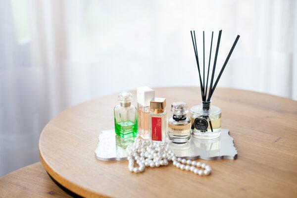 Kvepalų-padėklas-dekorui