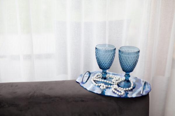 melynas-stalo-padekliukas